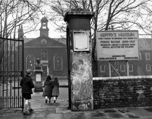 Archive photograph of the entrance to the Geffrye Museum