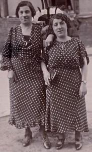 Amelia & Bella Mekelburg c1900