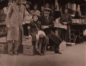 Solomon & daughter Mary at Solomon's stall in Goulston Street c1927