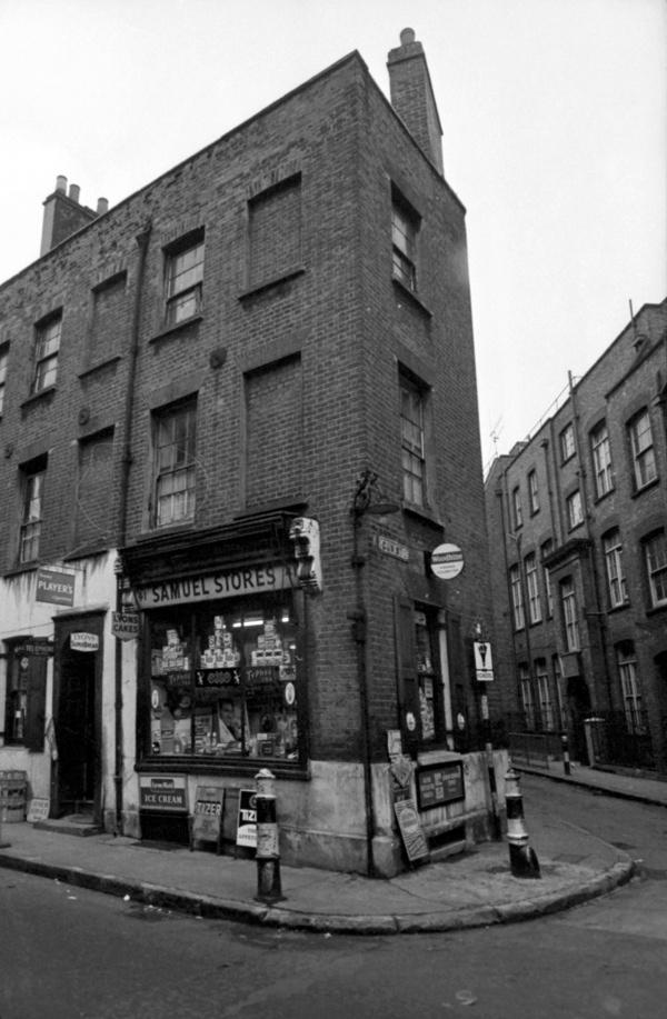 The return of gemma brooker spitalfields life for Cafe le jardin bell lane london