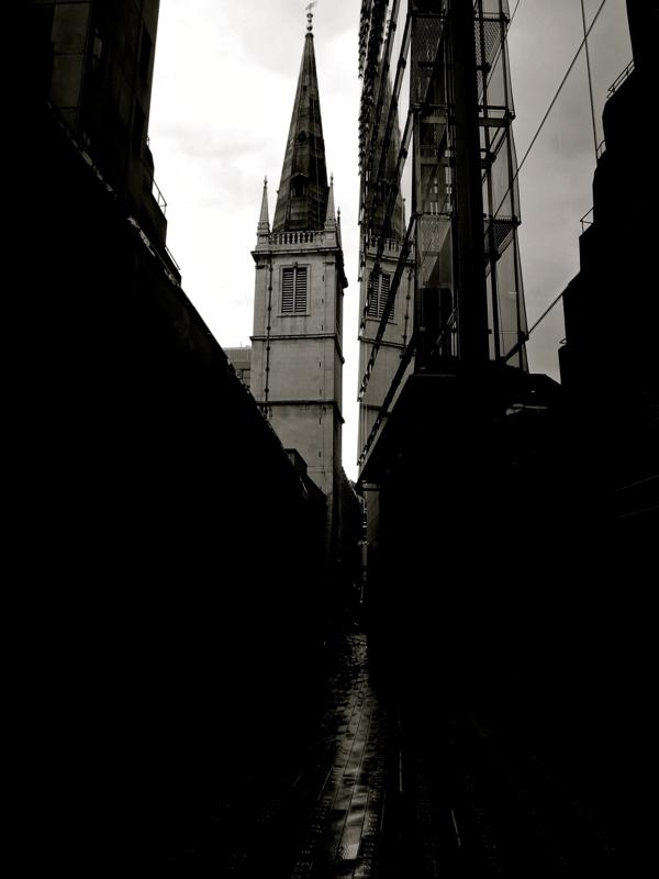 Таинственные черно-белые фотографии церквей в Лондон Сити фото