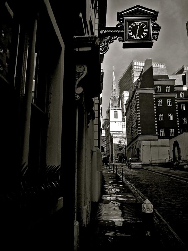 Таинственные черно-белые фотографии церквей в Лондон Сити фото 1
