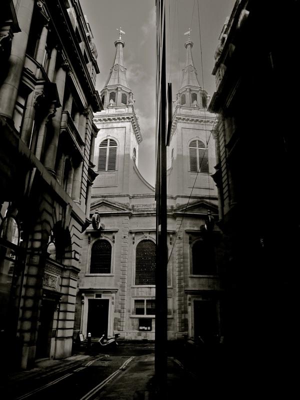 Таинственные черно-белые фотографии церквей в Лондон Сити фото 3