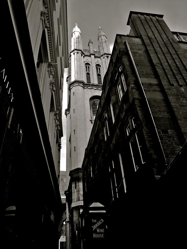 Таинственные черно-белые фотографии церквей в Лондон Сити фото 11