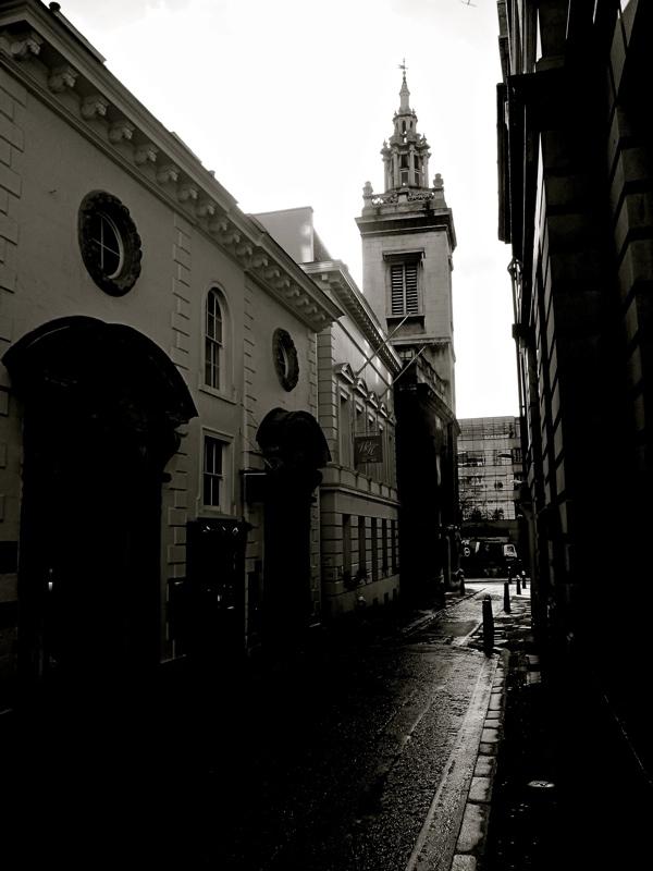 Таинственные черно-белые фотографии церквей в Лондон Сити фото 4