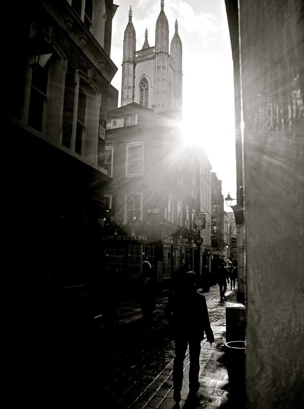 Таинственные черно-белые фотографии церквей в Лондон Сити фото 5