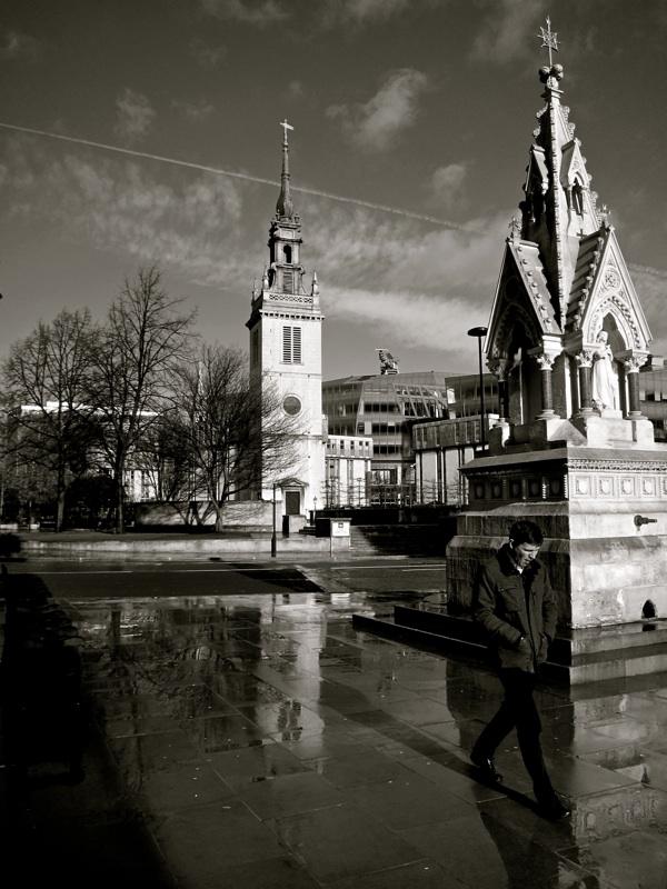 Таинственные черно-белые фотографии церквей в Лондон Сити фото 6