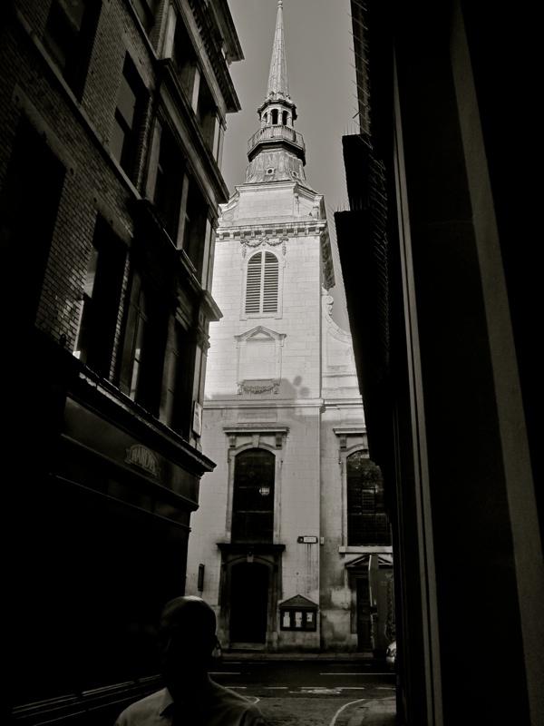 Таинственные черно-белые фотографии церквей в Лондон Сити фото 9