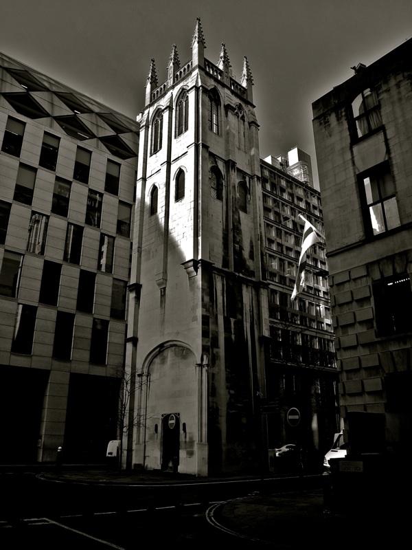 Таинственные черно-белые фотографии церквей в Лондон Сити фото 12