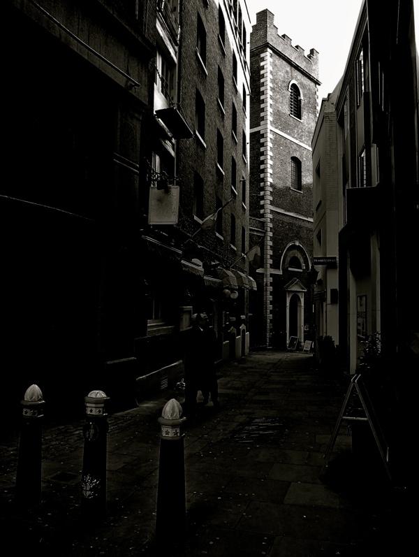 Таинственные черно-белые фотографии церквей в Лондон Сити фото 13
