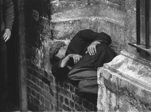 1-27 - Man in niche, outside Spitalfields Crypt, 1970s