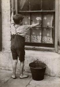 LSF HWC Spitalfields Nippers 12 Boy washing window