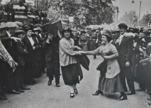 minnie Lansbury on her way to arrest 1921