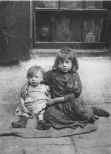 N060-Annie-Lyons-and-her-little-sister-Nellie